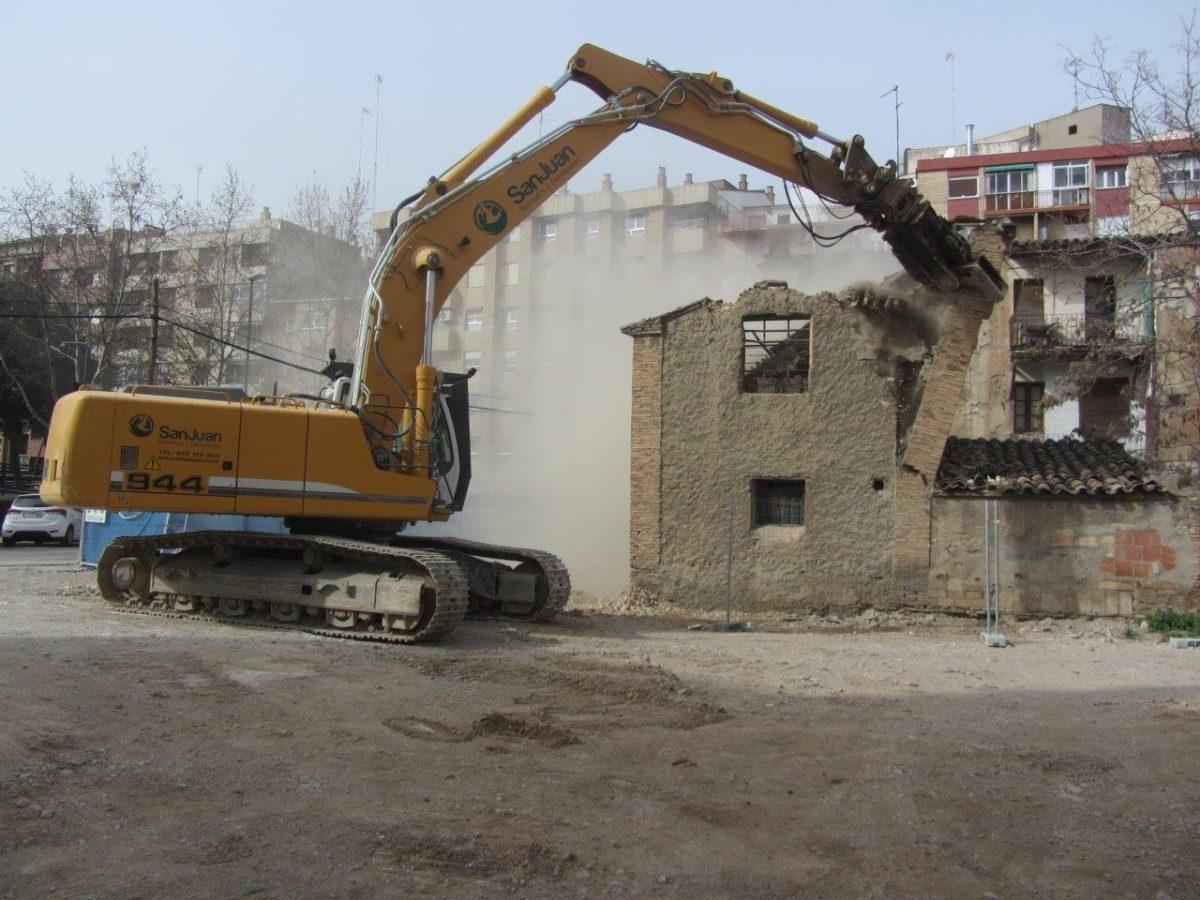Demolición del edificio contiguo al colegio Agustín de Gericó por RD San Juan