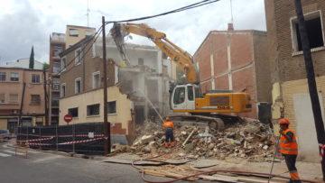 Obras de demolición en el camino del Vado de Zaragoza