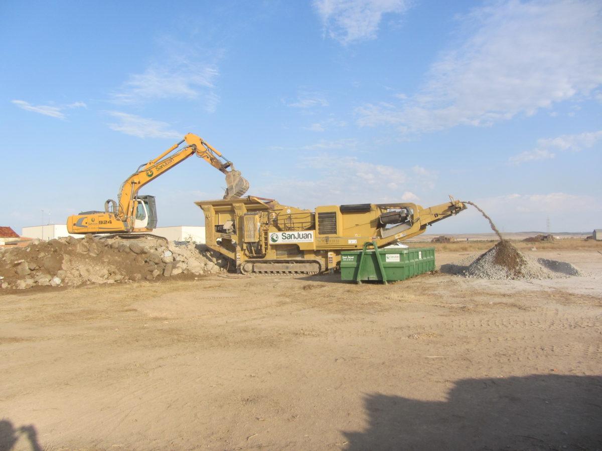 Demolición del campo Enrique Porta de Villanueva de Gállego
