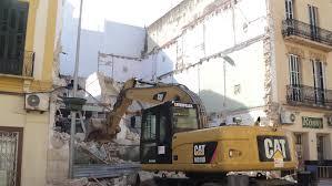 Proceso de derribo de edificio